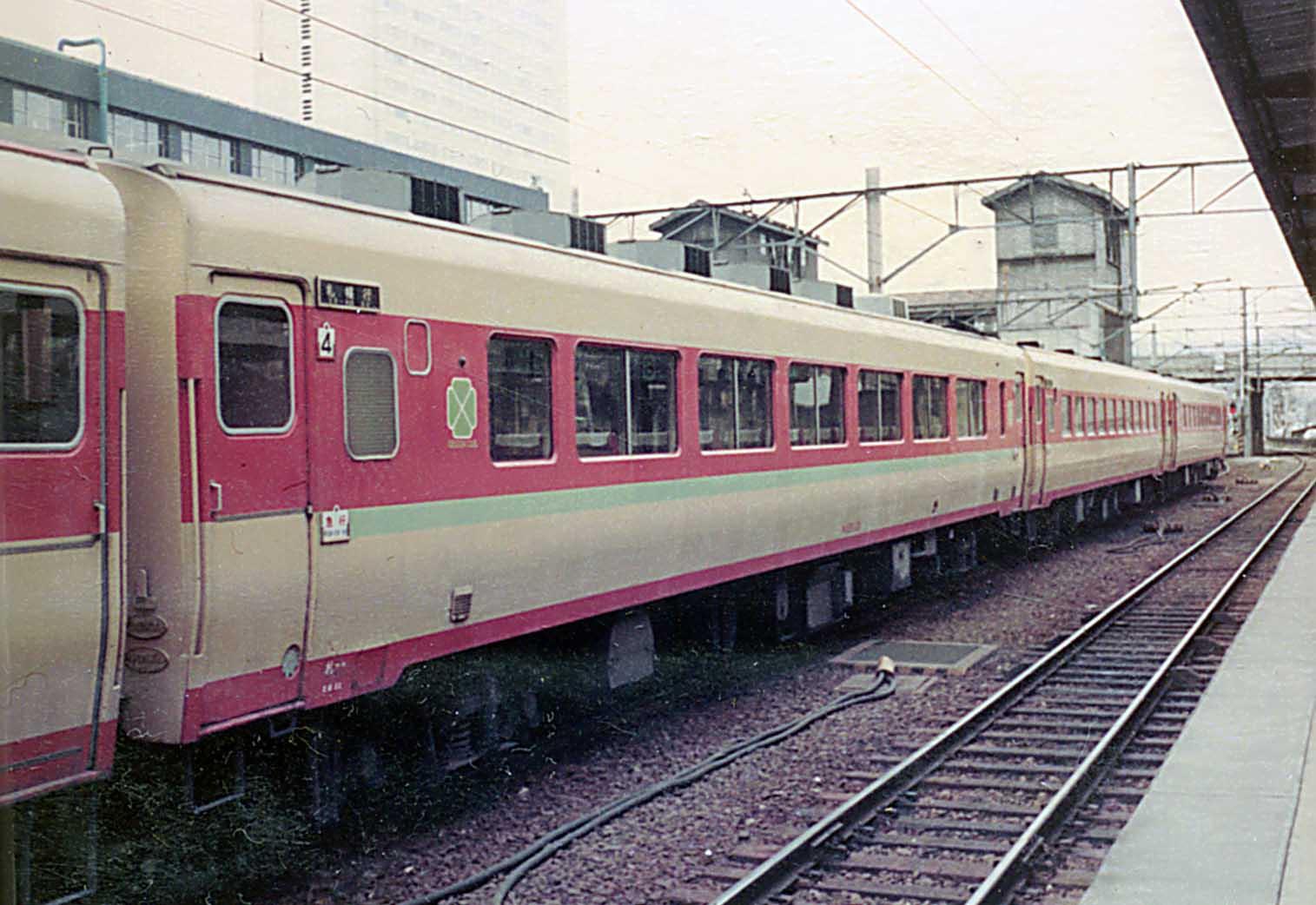 キロ26とキロ28 : バス、鉄道、...