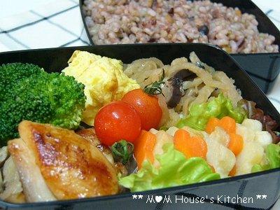 今日のお弁当 ☆ 型抜き野菜の活躍♪_c0139375_11221010.jpg