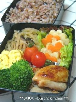 今日のお弁当 ☆ 型抜き野菜の活躍♪_c0139375_11233389.jpg