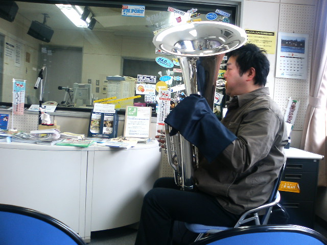 FM新津収録 テューバ・スペシャル!!_e0046190_2371551.jpg