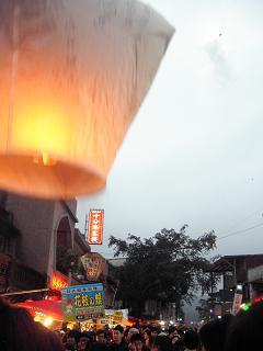 台湾・・・3 平渓の天燈祭り 後編_b0102217_2047927.jpg