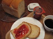 朝食にパンとイチゴジャム。_e0045565_11445038.jpg