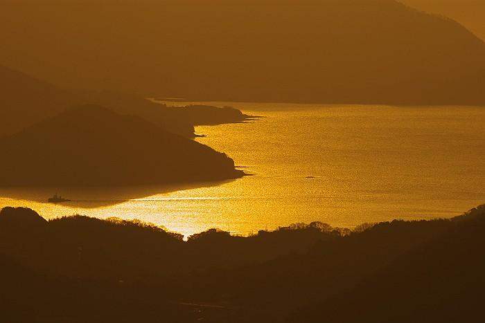 鳴滝山より黄金色の瀬戸内を望む_c0152379_647461.jpg