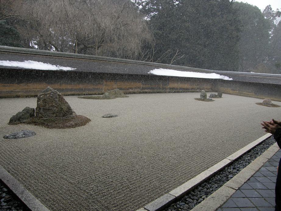 第3弾 冬の京都の世界遺産を訪ねて 竜安寺_c0118393_17565617.jpg