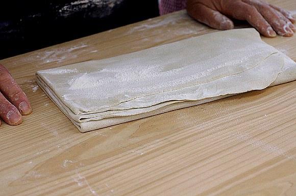 蕎麦うち体験教室に参加してみました。愛川町レディースプラザにて。_b0033423_1224566.jpg