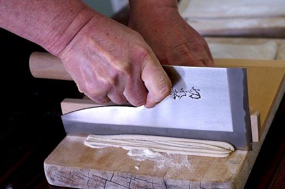 蕎麦うち体験教室に参加してみました。愛川町レディースプラザにて。_b0033423_1232560.jpg