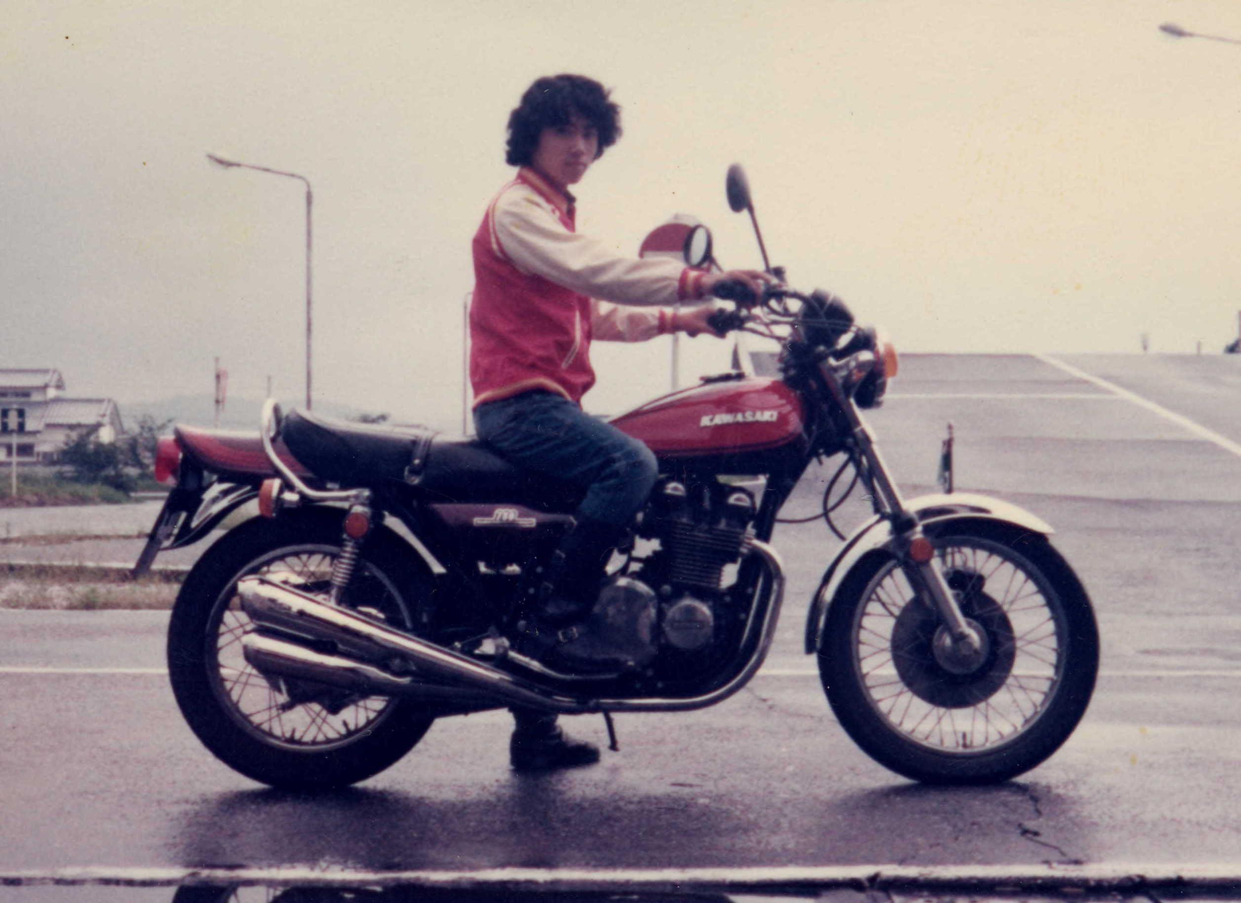 その当時、ハーレーを見かける事は少なく、FLH等は高値の花でした。所があ... 古いバイク陸王と