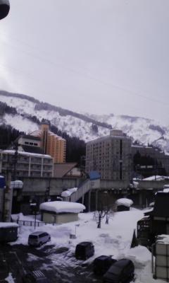 越後湯沢は本当に雪がいっぱい!!そしてしんしんと降ってきました☆本当に素... あっという間の越