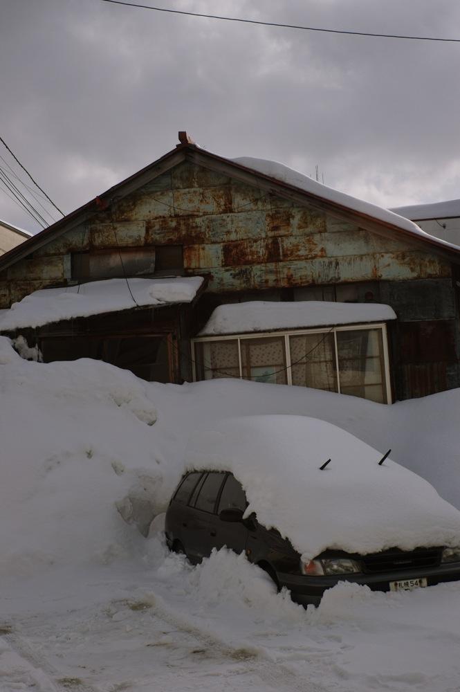 雪に埋もれる_f0042194_22163879.jpg