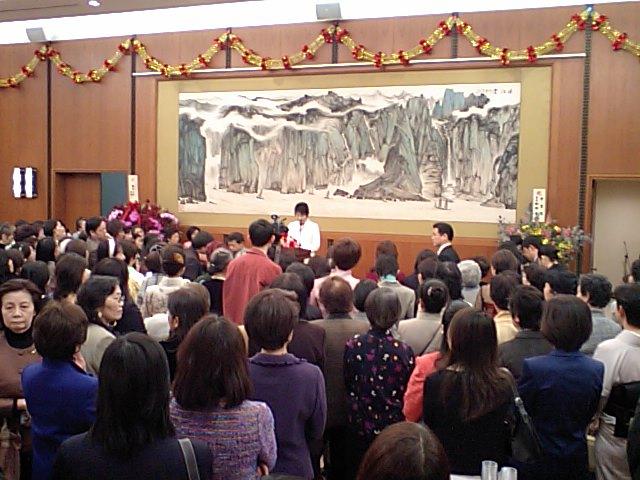 上川大臣の挨拶 中国語で「半辺天」を読み上げたとき 会場から拍手_d0027795_18565016.jpg