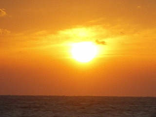 八丈紀行 ⑧ 南原千畳岩海岸の夕日_c0118352_2561243.jpg