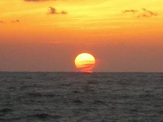 八丈紀行 ⑧ 南原千畳岩海岸の夕日_c0118352_2575218.jpg