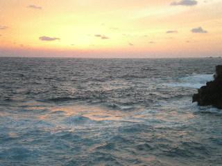 八丈紀行 ⑧ 南原千畳岩海岸の夕日_c0118352_30284.jpg
