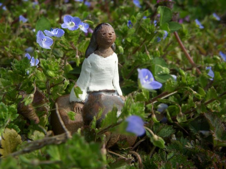 陶人形 『花と少女たち』_f0018417_1122799.jpg