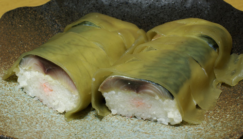 お土産鯖寿司と南フランスルージュ_c0136330_18391953.jpg