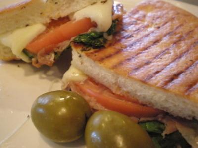 お気に入りのイタリア系カフェでパニーニ&ジェラート「CALABLIA」_d0129786_18113043.jpg