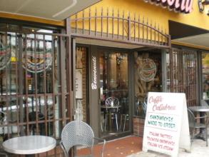 お気に入りのイタリア系カフェでパニーニ&ジェラート「CALABLIA」_d0129786_18162534.jpg