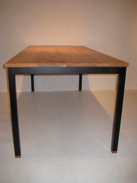 WB DINING TABLE_c0146581_1145189.jpg