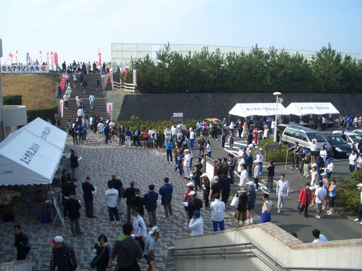ポールウォーキングで参加した「富士田子の浦マラソン大会」_f0141310_2332011.jpg