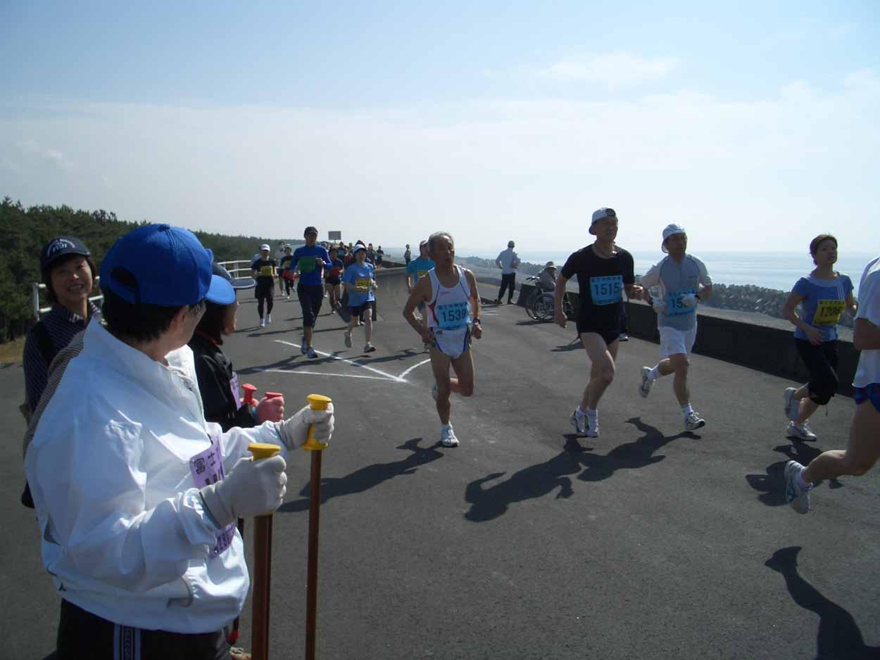 ポールウォーキングで参加した「富士田子の浦マラソン大会」_f0141310_23325694.jpg