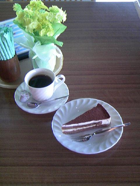 ケーキがティラミスとなりました_a0103650_23495141.jpg