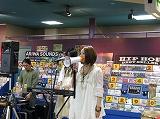 BETTA FLASHのミニアルバム発売記念インストアライブINタワーレコード渋谷店をちょっぴりレポート!_e0025035_925379.jpg