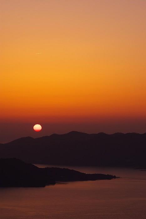 東の空から昇る行く朝日_c0152379_752234.jpg