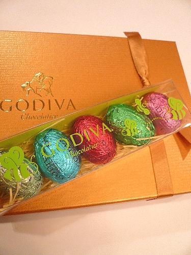ゴディバのイースターエッグのチョコレートでHoly Saturday 聖土曜日。。。 *。:☆.。† _a0053662_11203136.jpg