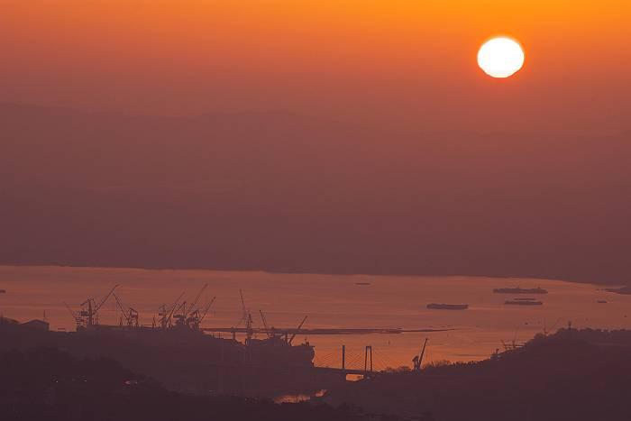 鳴滝山より望む日出_c0152379_7522620.jpg