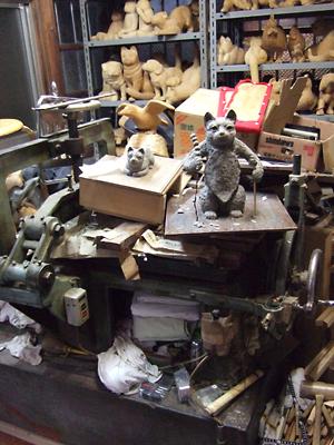 西陣猫のルーツに迫る・猫おる町家木彫りギャラリー工房探訪3_c0069903_9403341.jpg