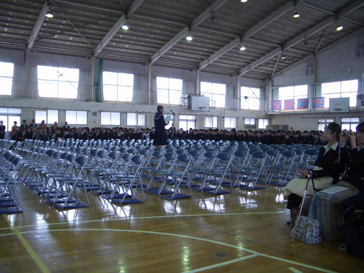 「仰げば尊し」はなかったけれど、感激した!小中学校の卒業式。_f0141310_22183711.jpg