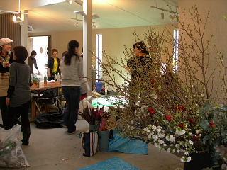 花展の準備で大忙し・準備風景_e0109554_1438437.jpg