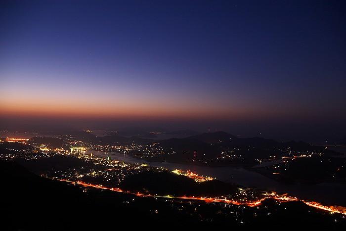 鳴滝山より眺望 日出前の尾道市街_c0152379_8535797.jpg