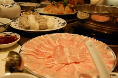 鴛鴦火鍋を食べました。 「Landmark Hotpot House」_d0129786_15533384.jpg