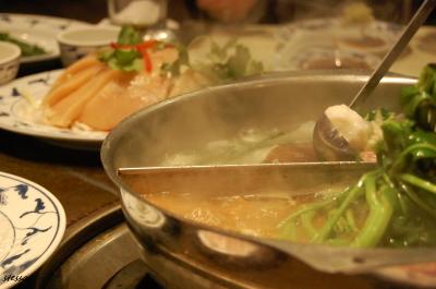 鴛鴦火鍋を食べました。 「Landmark Hotpot House」_d0129786_1555929.jpg