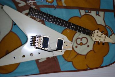 白ギター_a0070518_17333738.jpg