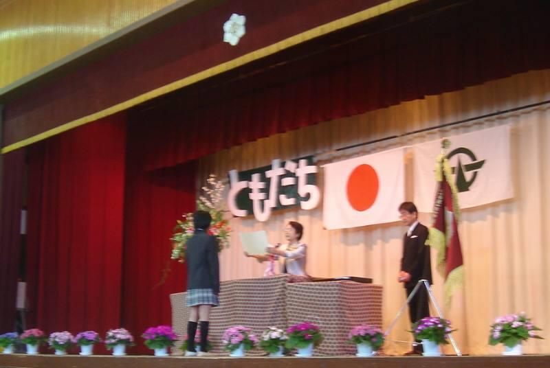 暖かな春の小学校卒業式_f0059673_2083298.jpg