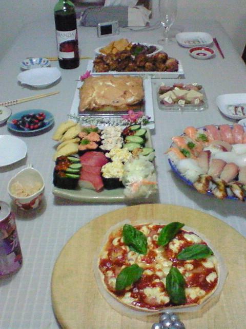 いろんなお祝いひっくるめての食卓♪_f0116812_18493343.jpg