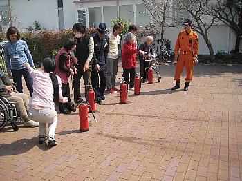 消防訓練<アクティブライフ芦屋/グループホーム>_c0107602_1654584.jpg