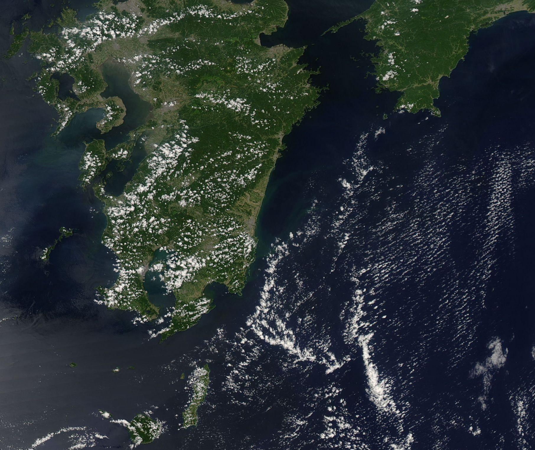 宇宙から同時に捉えられた太平洋上の3つの台風_d0063814_10391356.jpg