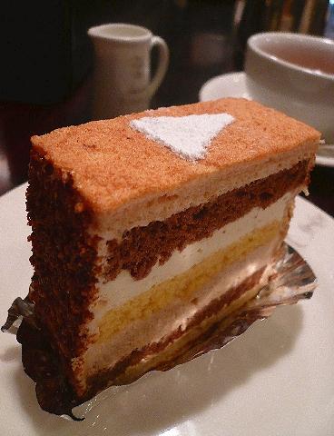 赤坂  しろたえ の レアチーズケーキ。。。.゚。*・。♡♬_a0053662_071180.jpg
