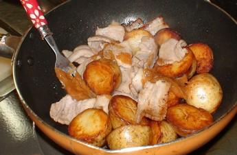 新ジャガと豚肉の味噌バター炒め(うちごはん)  2008年3月30日_d0083265_22582889.jpg