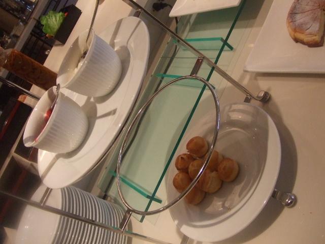 ラディソンホテル成田 ビスタラウンジ チョコレートとクレープ_f0076001_2042868.jpg