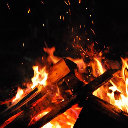 日本焚き火学会例会と小さな現代美術展_f0099102_2250511.jpg
