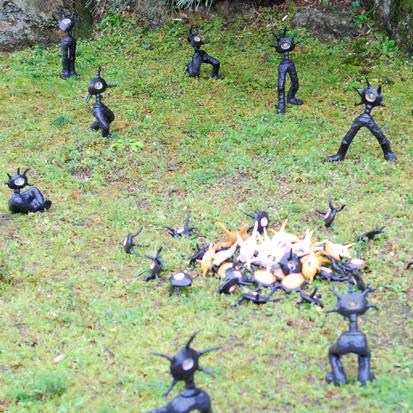 日本焚き火学会例会と小さな現代美術展_f0099102_2323660.jpg