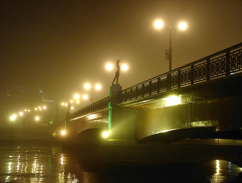 霧の幣舞橋   3月31日_f0113639_1154974.jpg