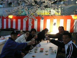 満開の夜桜ウォーク_f0019247_120487.jpg
