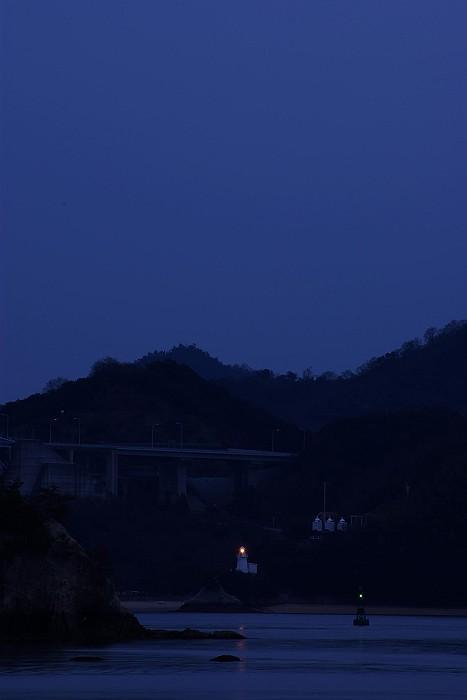 因島大浜灯台と浮標_c0152379_618033.jpg