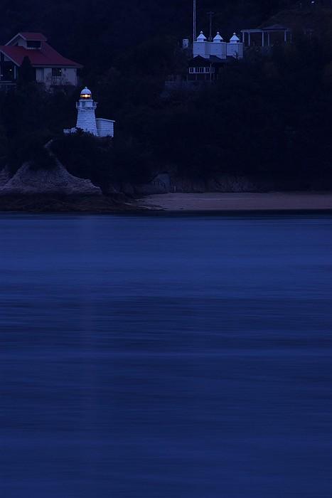 因島大浜灯台と浮標_c0152379_6181356.jpg