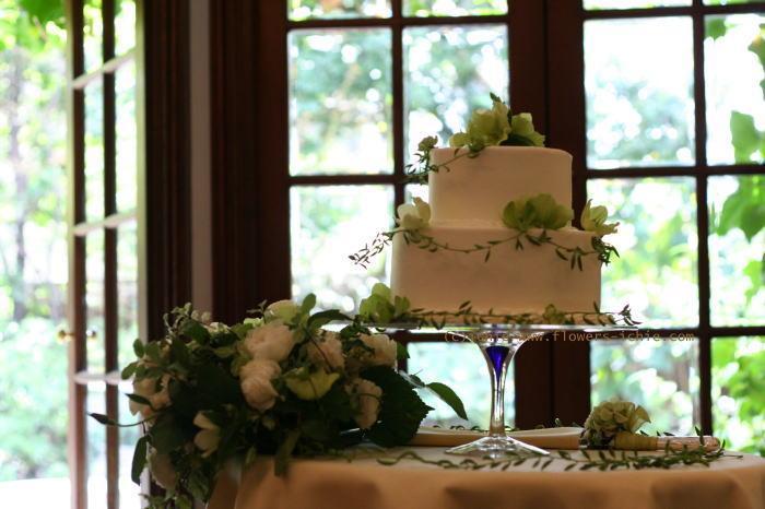 新郎新婦様からのメール ケーキに飾る花 シェ松尾松濤レストラン様の装花_a0042928_22205247.jpg